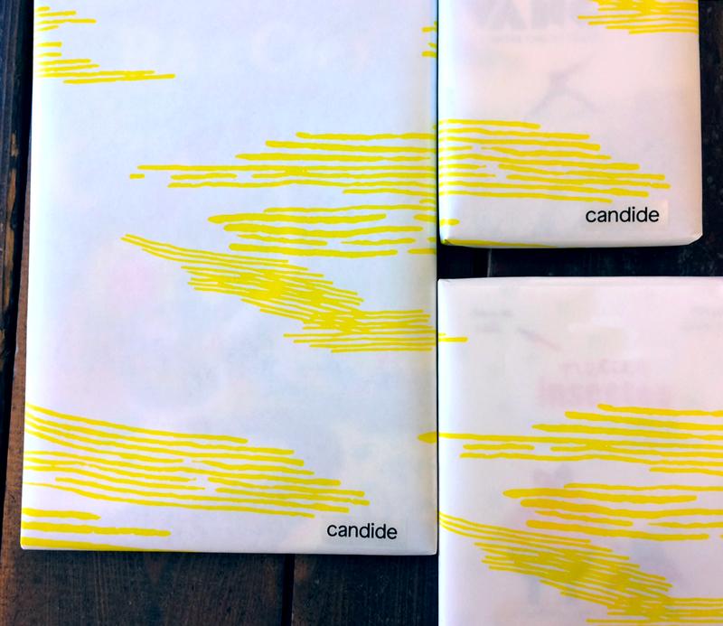 Loïc Gaume illustrateur auteur graphiste belgique bruxelles Réalisation d'une trame graphique suggérant des vagues ou des nuages pour évoquer le voyage, figurant sur les supports (papier cadeau, sac en papier et cartes) de la librairie Candide, Bruxelles.